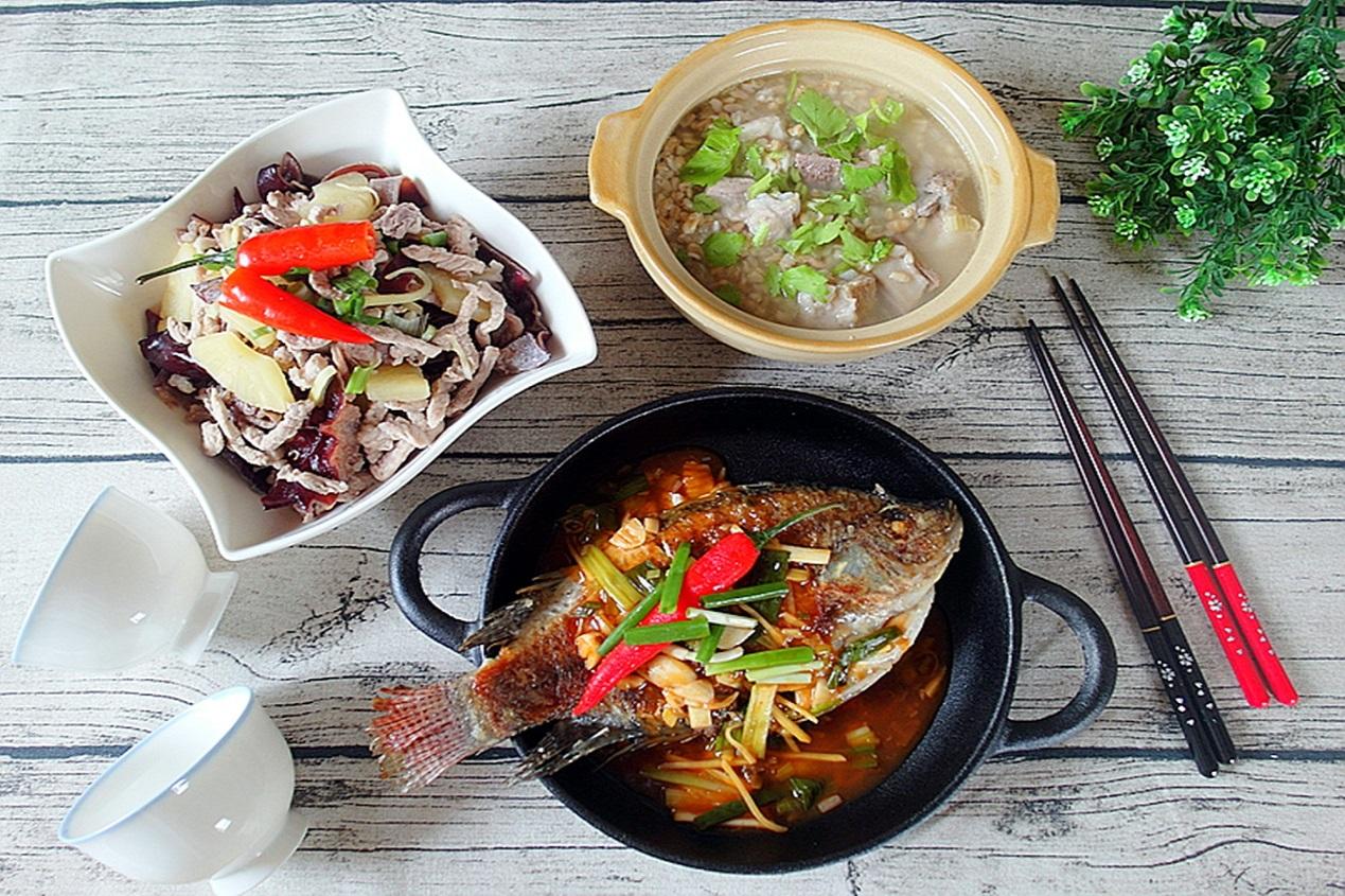 一鍋出一桌:開陽糙米粥+鳳耳肉絲+紅燒魚